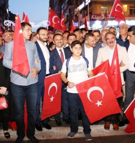 DEMOKRASİ VE MİLLİ BİRLİK GÜNÜ NEDENİYLE DİRİLİŞ MEYDANI'NDAYIZ